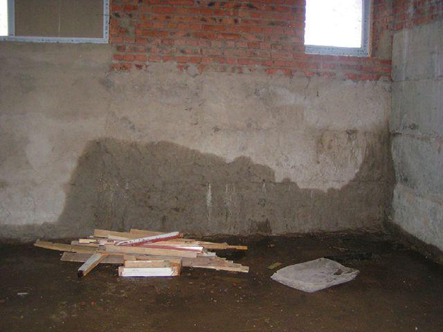 вода в цокольном этаже